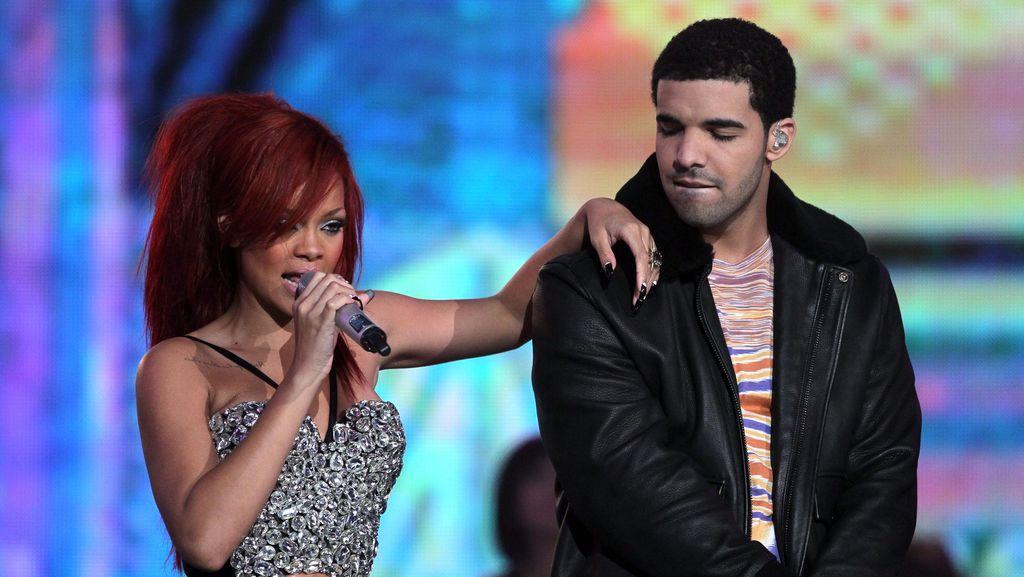 Drake Nyatakan Cinta pada Rihanna di Atas Panggung