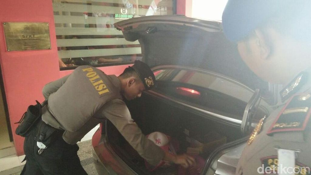 Mapolres Cimahi Dijaga Polisi Bersenjata Lengkap Menyusul Ledakan di Solo