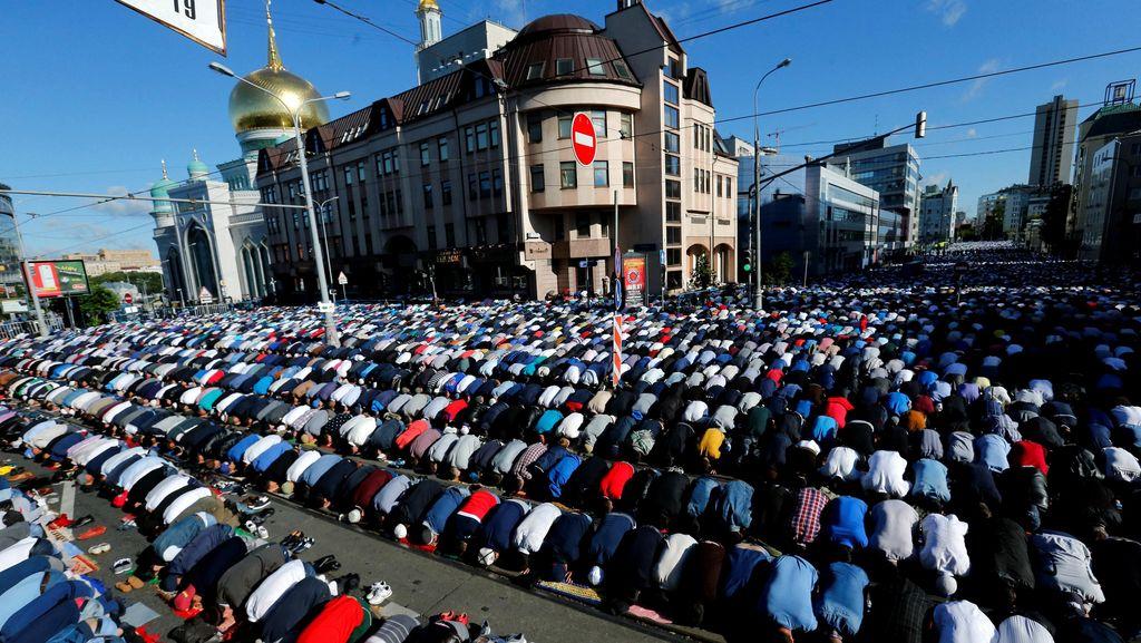 Ribuan Umat Islam di Moskow Laksanakan Salat Id