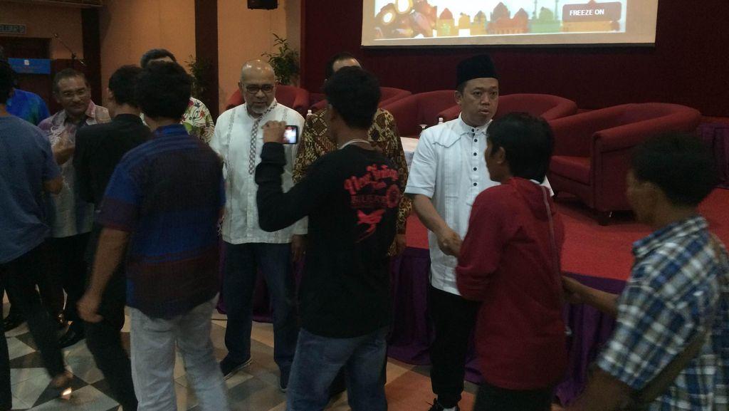Dialog dengan TKI Pekerja Sawit, Nusron Ingatkan Peraturan Malaysia Ditaati