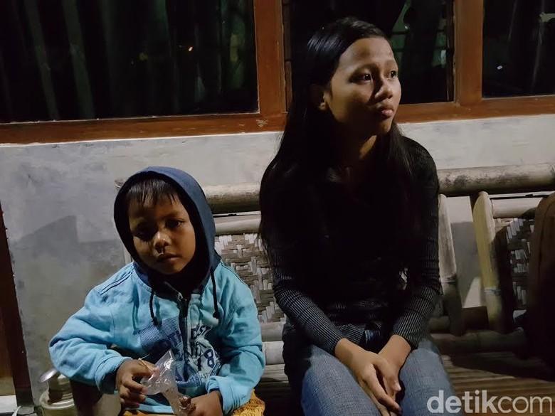 Kisah Ayu: Sedang Asyik Nonton TV Saat Rumahnya Kejatuhan Heli