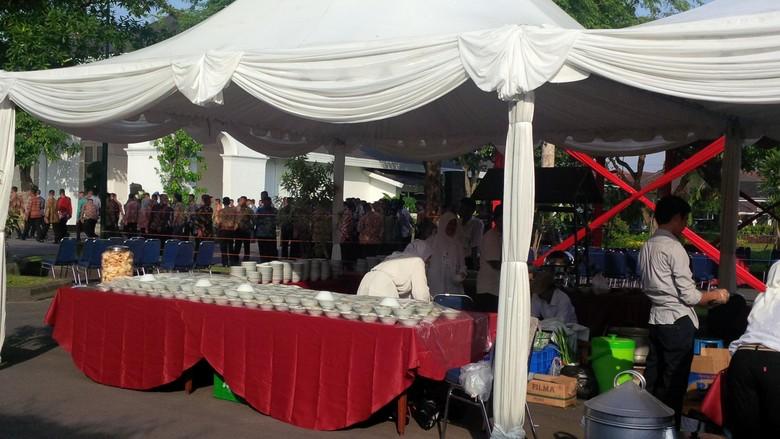 Jokowi Gelar Open House di Yogya, Ribuan Porsi Makanan Disiapkan untuk Warga