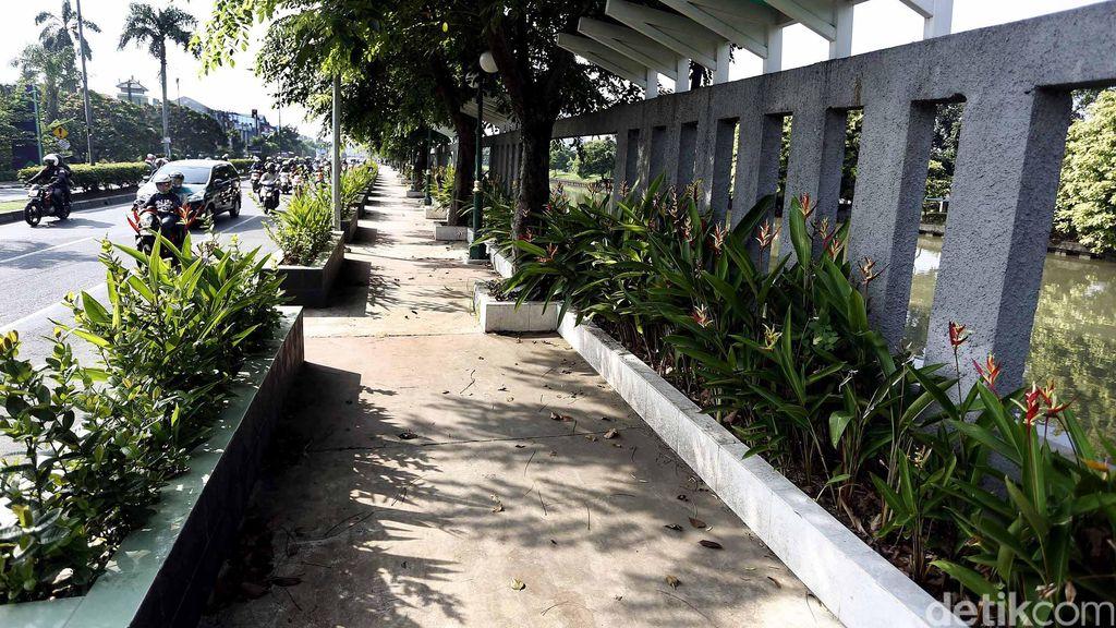 Trotoar di Jakarta Akan Dilebarkan 9-10 Meter, Dimulai di Rawamangun dan Tanah Abang