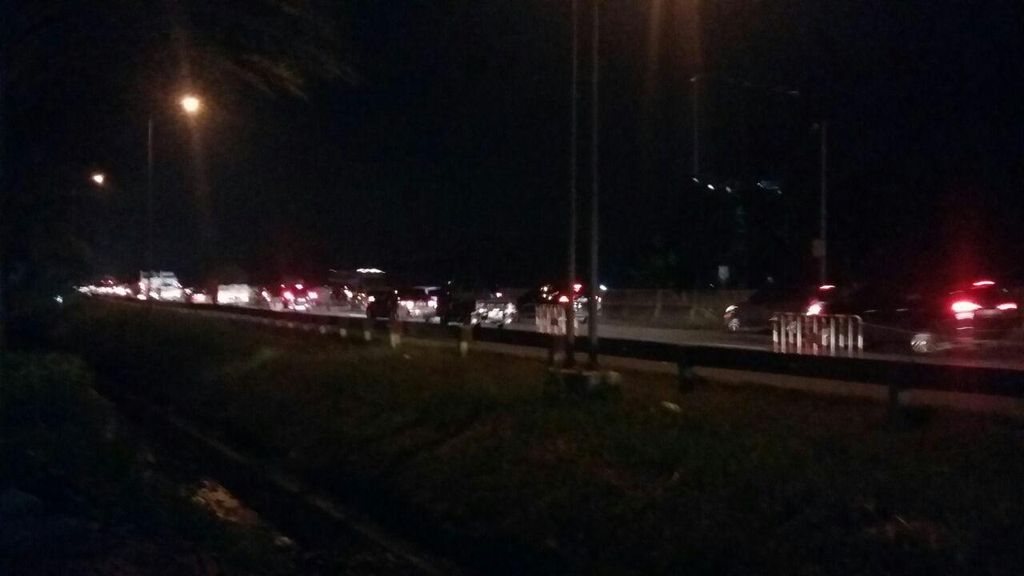 Ada Perbaikan Jalan, KM 48 Tol Karawang Barat Arah Jakarta Macet 4 Km