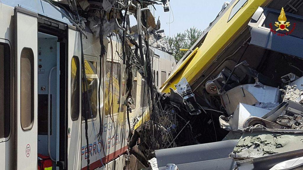 2 Kereta Penumpang Adu Banteng di Italia, 11 Orang Tewas