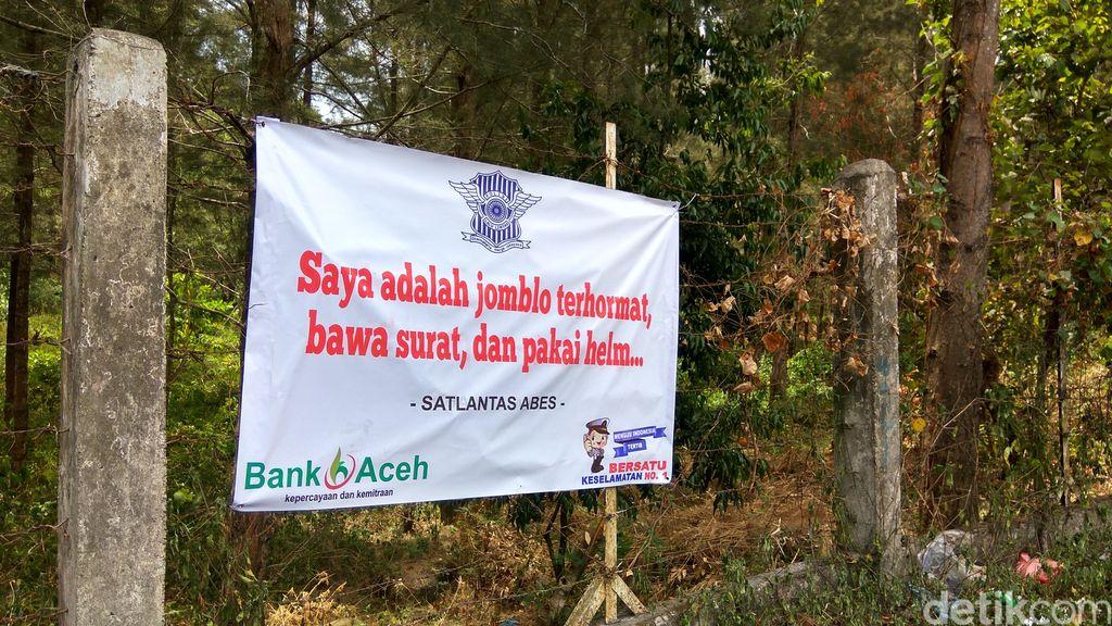 Polisi di Aceh Besar Pasang Spanduk Lucu Seperti ini agar Pemudik Hati-hati