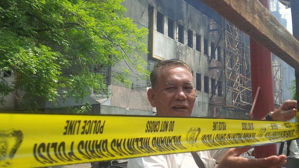 Pasar Aksara dan Ramayana Medan yang Ludes Terbakar Dipasangi Garis Polisi