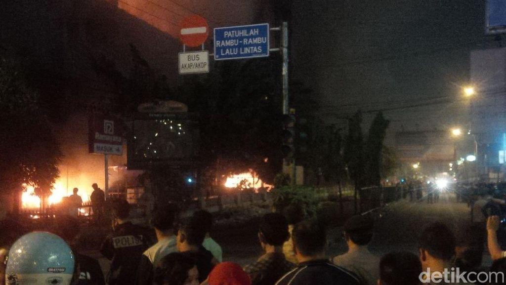 Api di Pasar Aksara Medan Terus Berkobar, Sebagian Jalan Ditutup dan Dialihkan