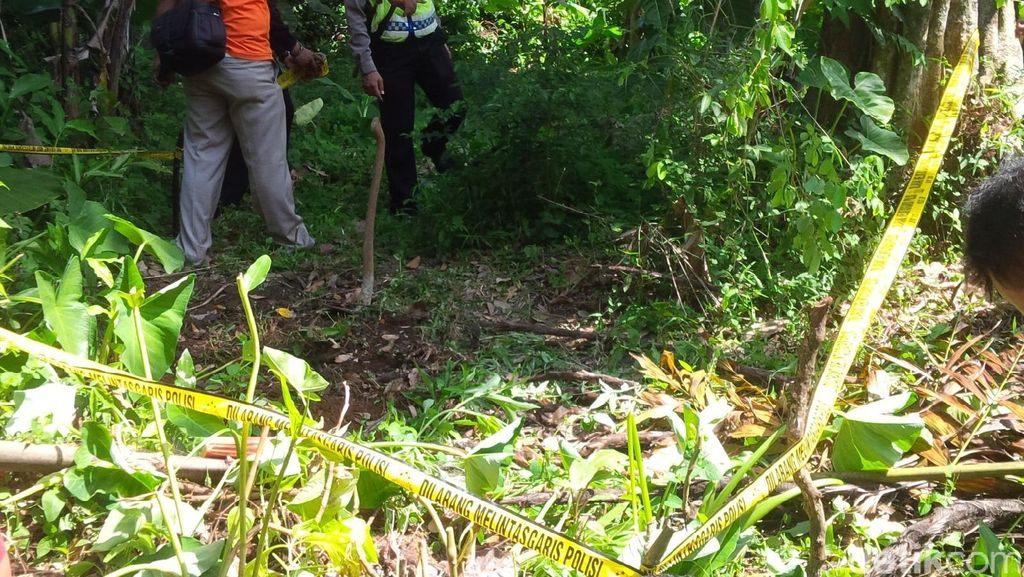 Warga Bogor Temukan Potongan Kaki Kanan di Selokan Kemudian Dikuburkan