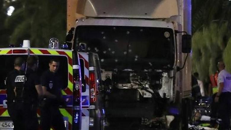 Pengemudi Truk di Nice Keluarkan Senjata dan Lepas Tembakan Sebelum Tewas