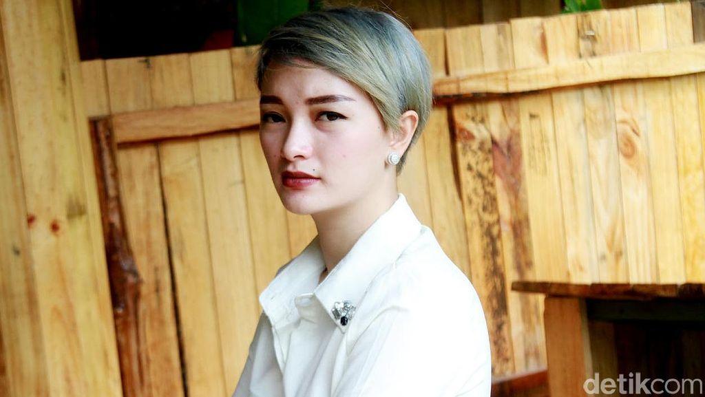 Tanggapan Manajemen Soal Bokong Zaskia Gotik Dipegang Fans