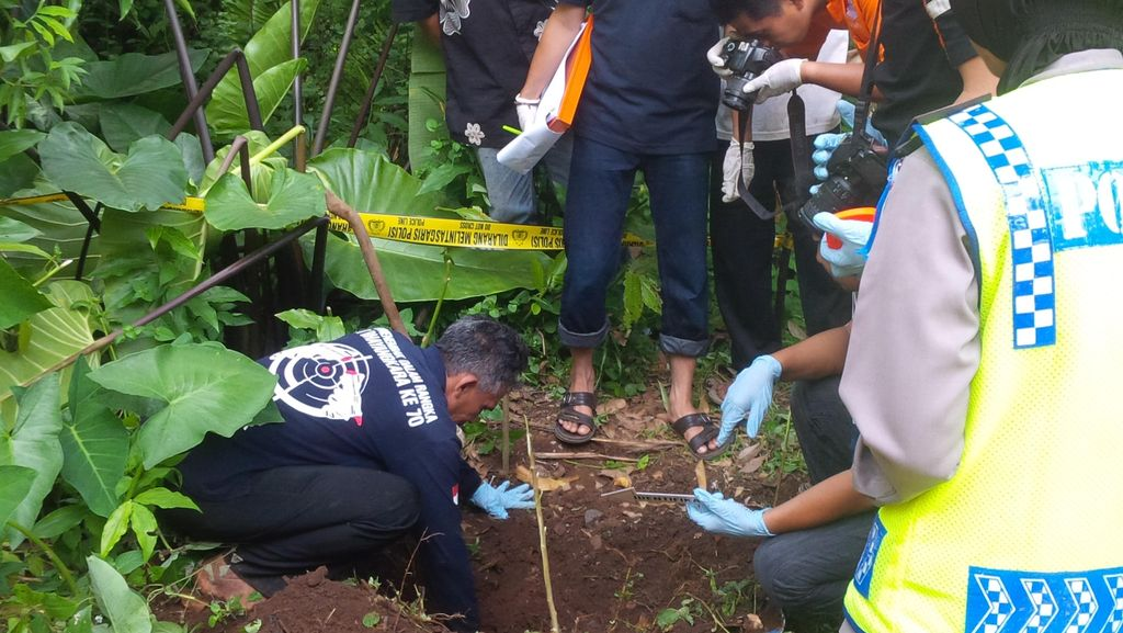 Polisi Gali Kuburan Potongan Kaki yang Diduga Korban Mutilasi, ini Penampakannya