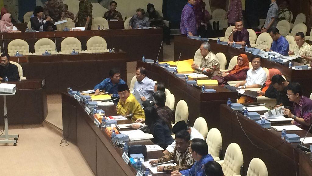KPU, Bawaslu dan DKPP Rapat di DPR Bahas 3 Pilkada yang Belum Selesai