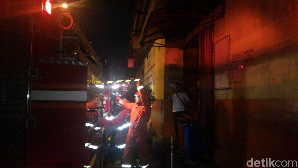 Dua Ruko Di Pasar Jatinegara Terbakar
