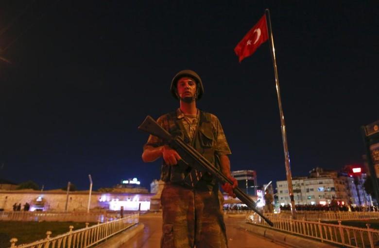 Militer Pelaku Kudeta Turki Kerahkan Tank Kuasai Parlemen, Jet-jet Terbang Rendah
