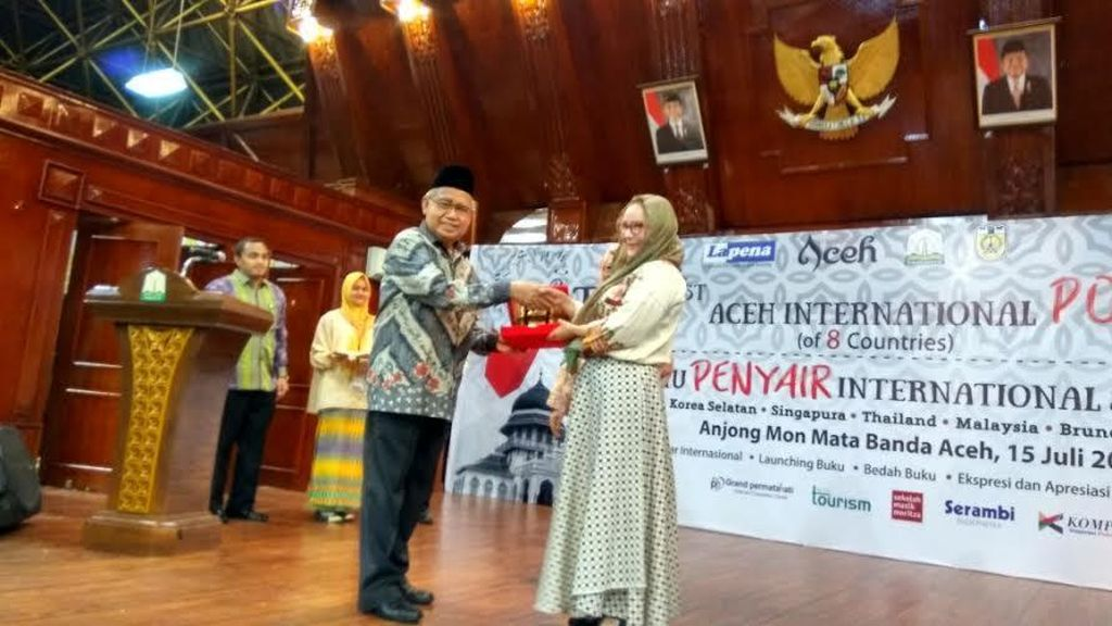 Gubernur Aceh Luncurkan 27 Buku Puisi Saat Pembukaan Temu Penyair 8 Negara