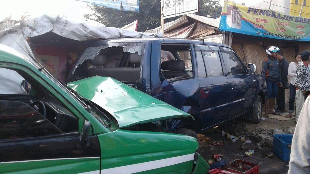 Angkot Tabrak Warung di Serpong, 4 Warga Terluka