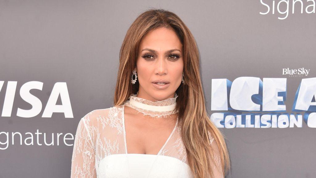 Seksinya J.Lo di Perayaan Ultah ke-47