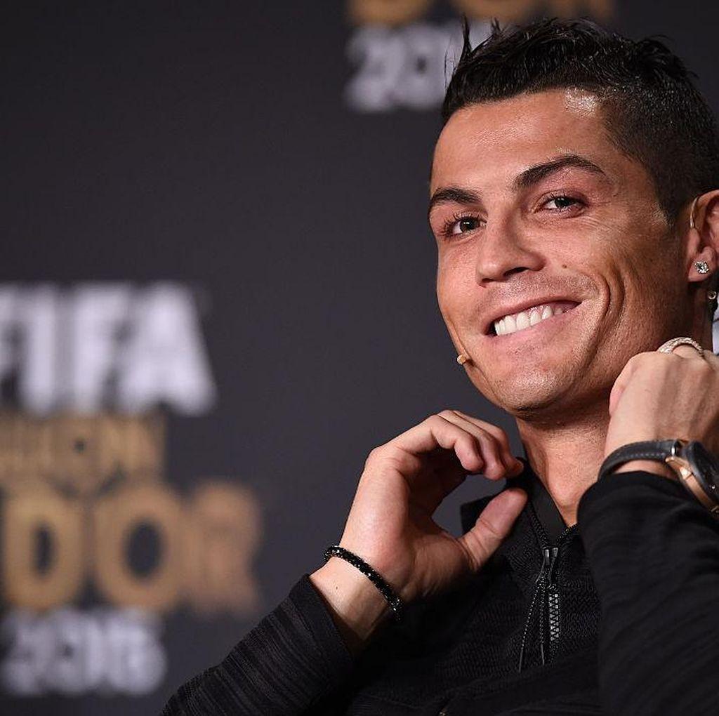 Cristiano Ronaldo Kepergok Mesra dengan Cewek Misterius