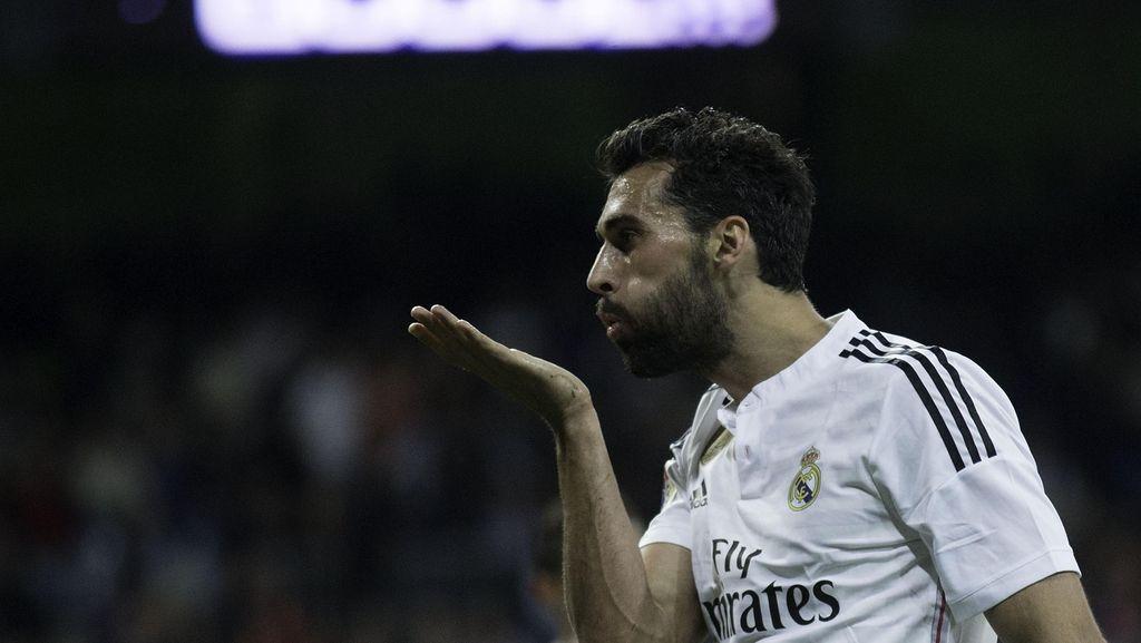 Kabar Arbeloa Gabung Milan Dibantah, Diego Lopez Berpeluang ke Chelsea