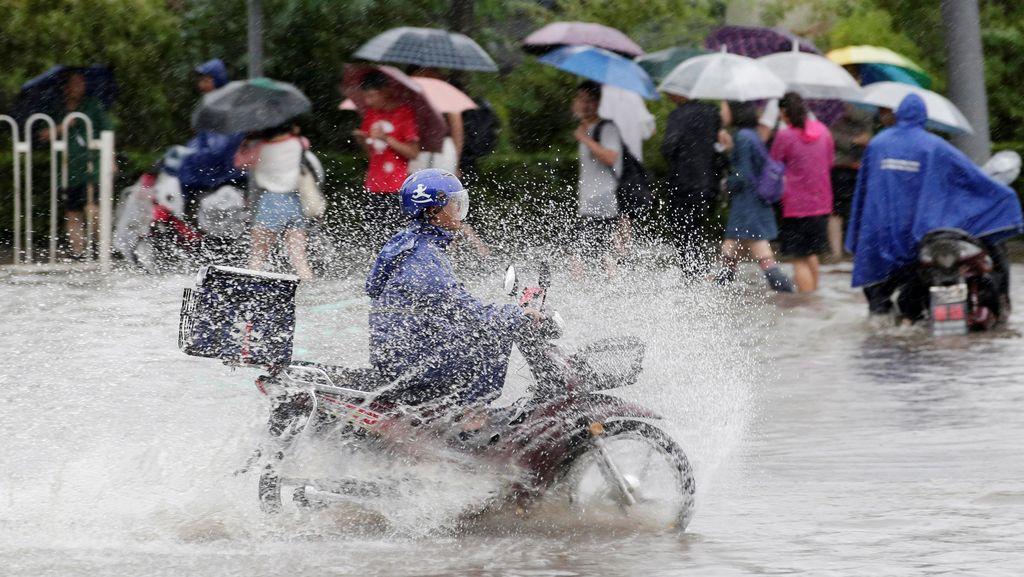 Hujan Deras di China Tewaskan 1 Orang, 34 Orang Lainnya Hilang