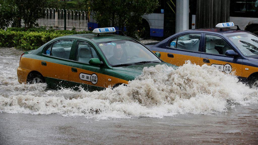 Hampir 100 Orang Tewas atau Hilang Akibat Hujan Deras di China
