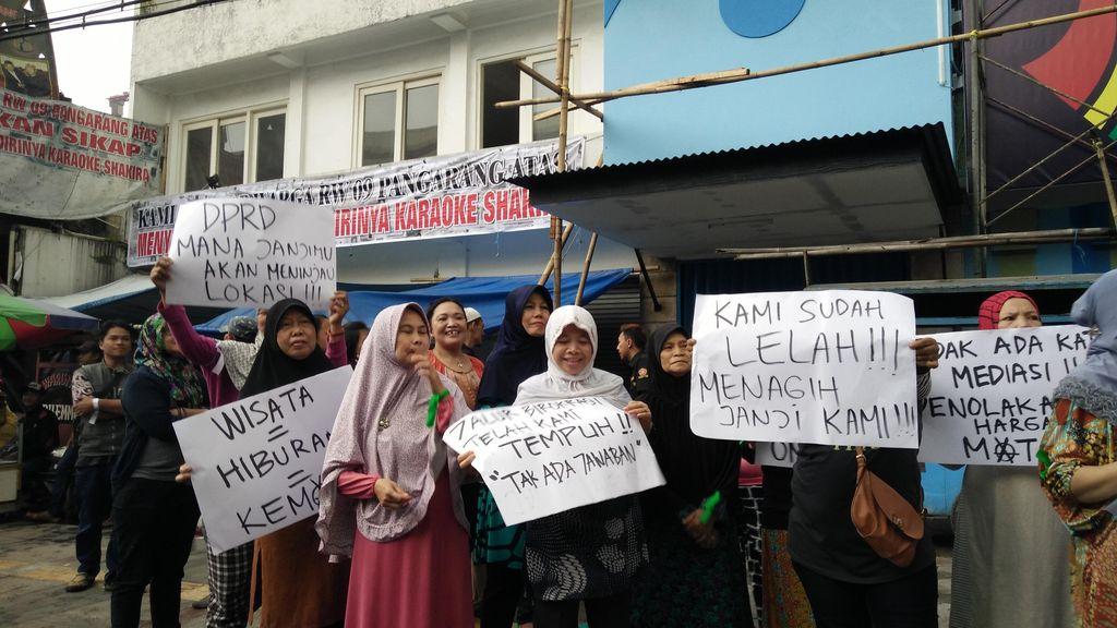 Warga Pangarang Bandung Berunjuk Rasa Tolak Keberadaan Pub Dangdut