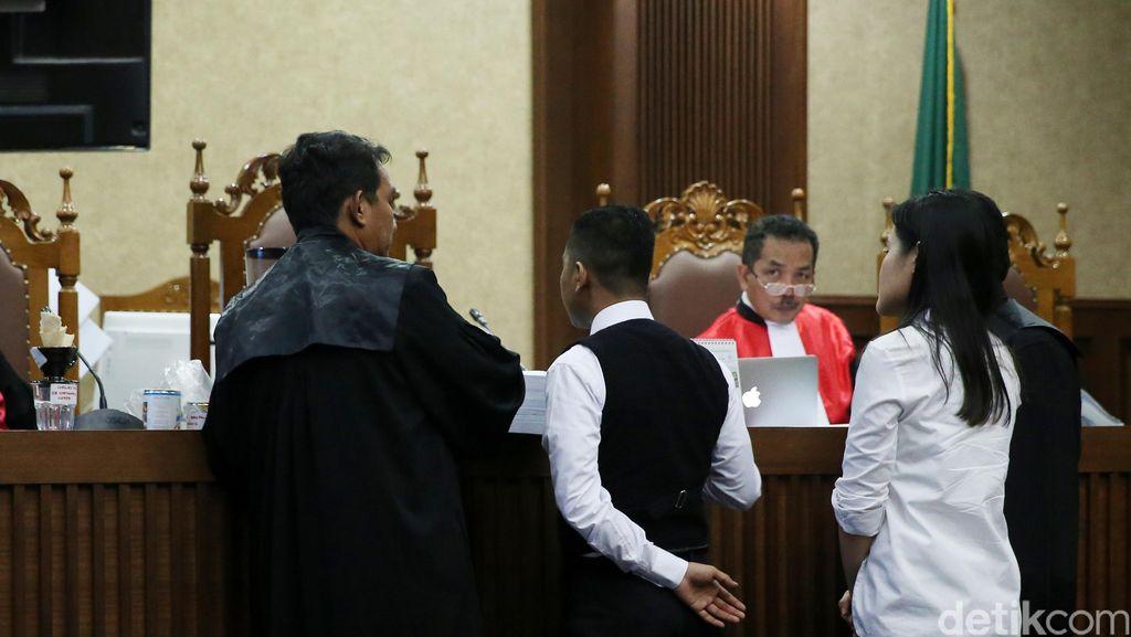 Pembuktian Kurang Greget, Hakim Minta Meja 54 Dibawa ke Persidangan