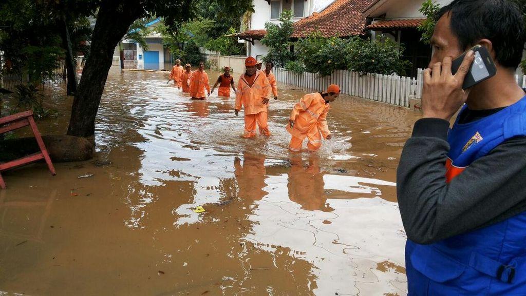 Tanggul Jebol, 3 RT di Jl Perdatam Ulujami Jaksel Kebanjiran