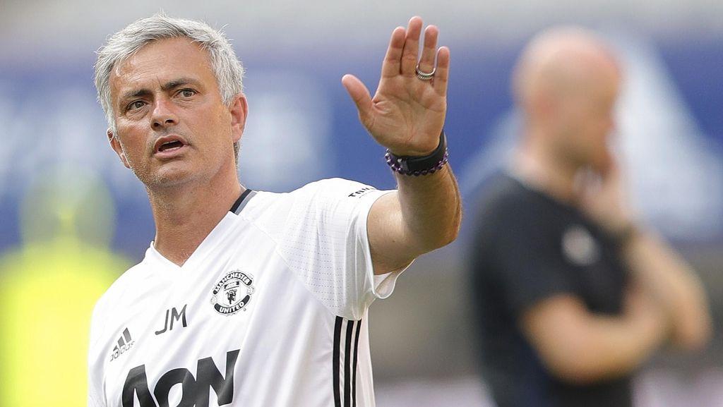 Mourinho Siap Dengarkan Suara Para Legenda MU