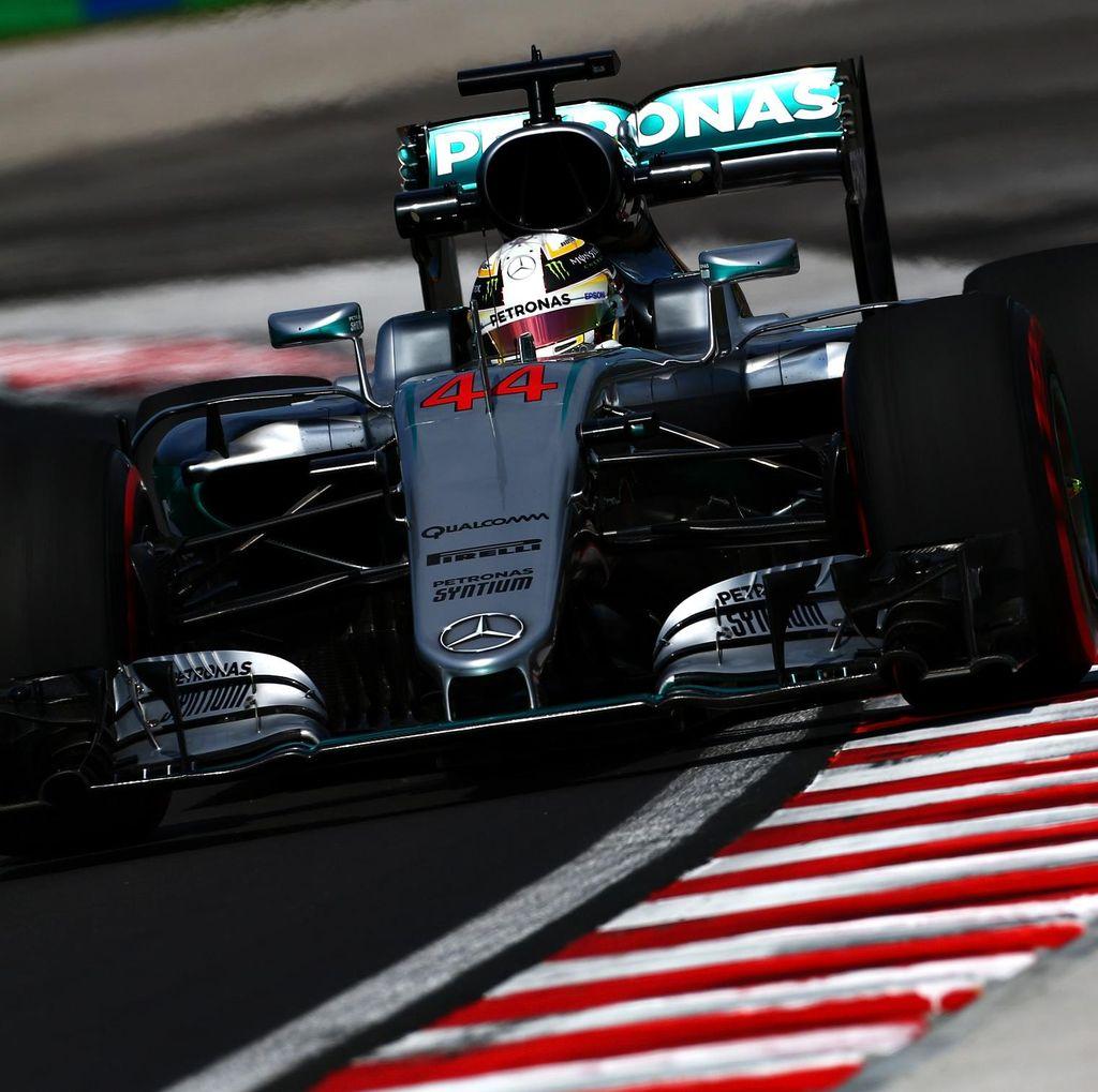 Duo Mercedes Dominasi Latihan Bebas Pertama