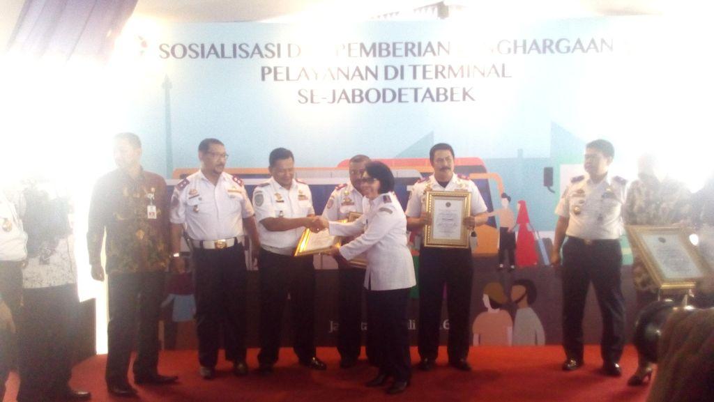 Sukseskan Angkutan Lebaran, 3 Kepala Terminal Dapat Penghargaan dari BPTJ