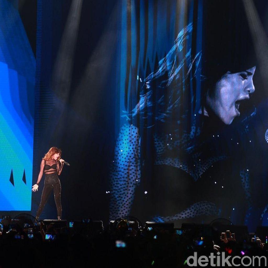 Selena Gomez Galau Usai Konser Revival Tour Jakarta