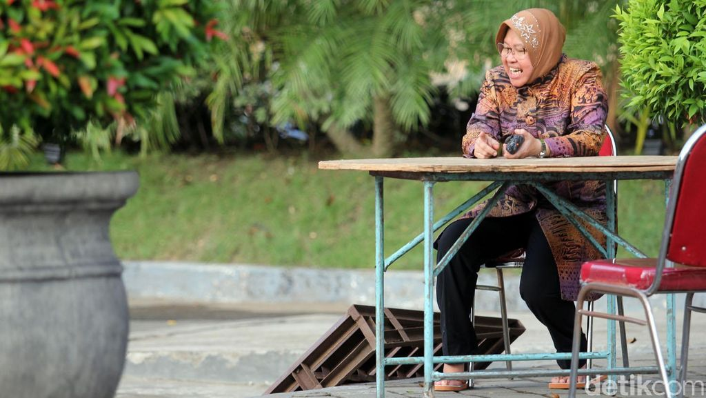 Risma Bosan dengan Pertanyaan Calon Gubernur DKI Jakarta