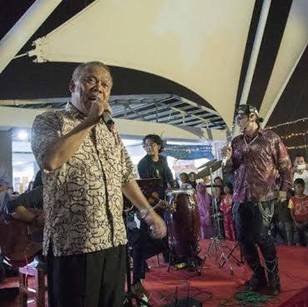 Ditraktir Makan Ikan, Menteri Basoeki Nyanyi Cucak Rowo di Depan Peserta Prepcom 3