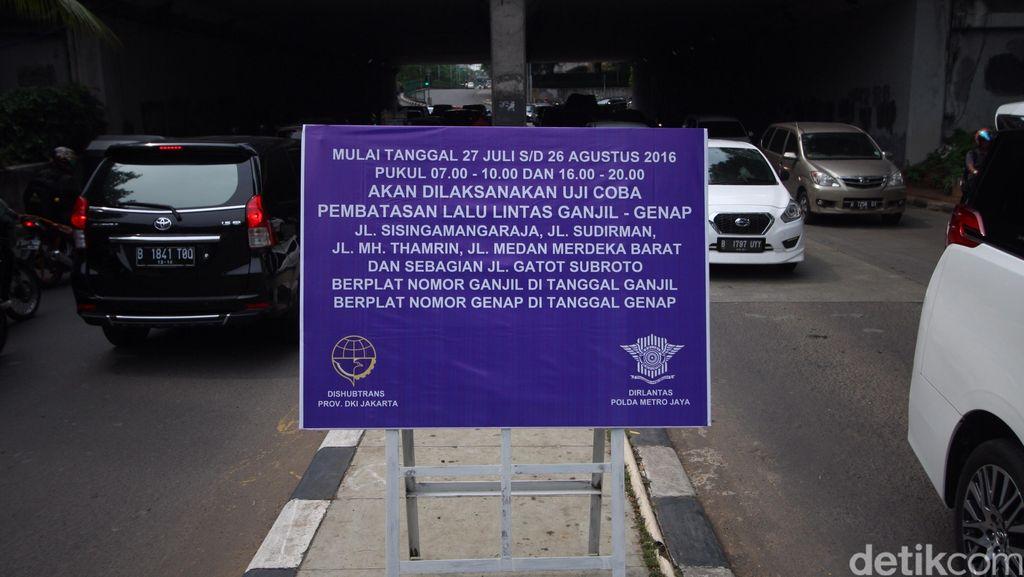 Uji Coba Ganjil-genap, Petugas akan Periksa STNK Kendaraan di Traffic Light