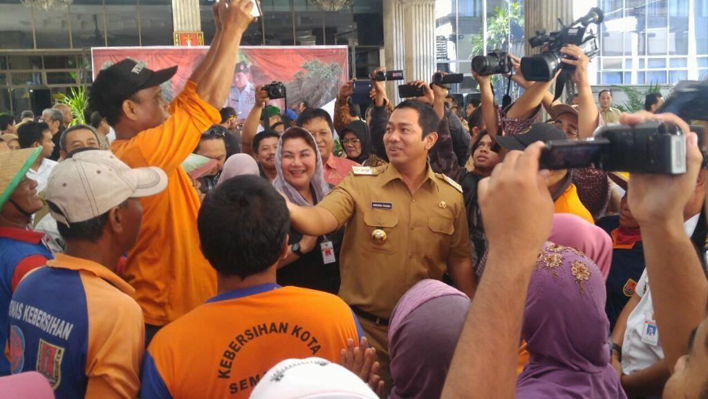 Perayaan Adipura di Semarang: Piala Diarak, Penyapu Jalan Digendong Wali Kota