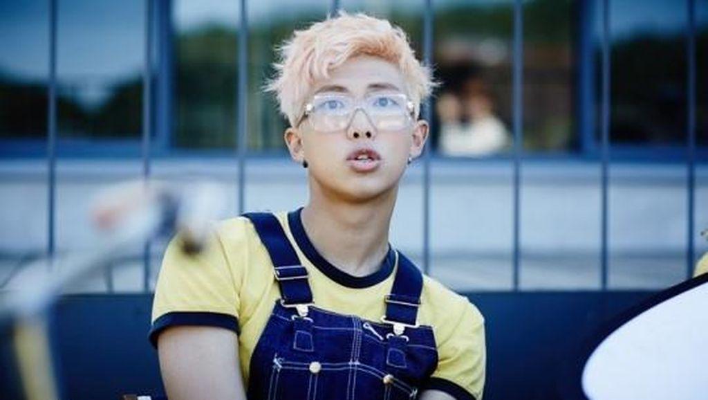 Mendadak Sakit, Rapmon BTS Tak Lanjutkan Tampil di Konser Beijing