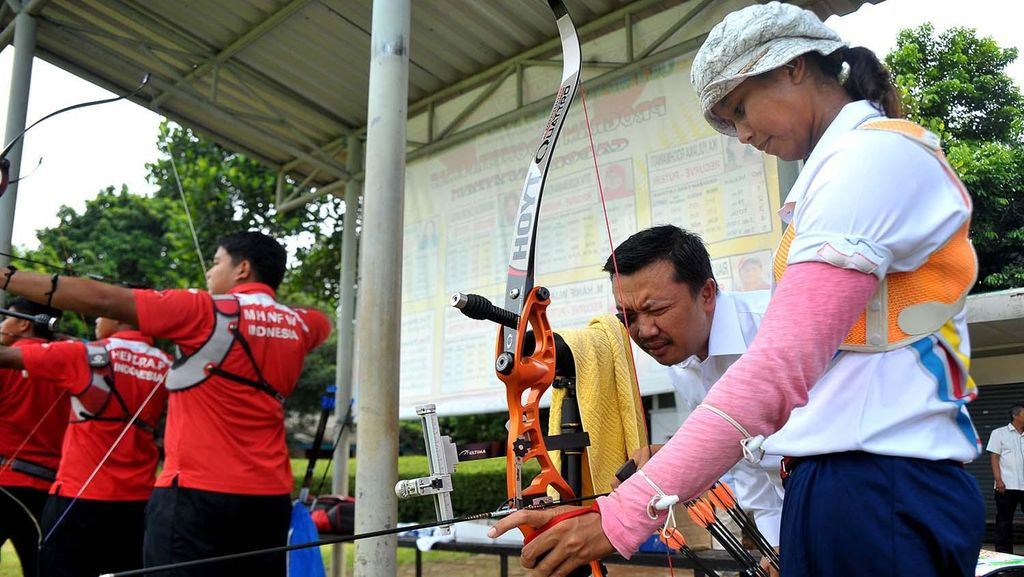 Menpora Tinjau Pelatnas Panahan di Jakarta