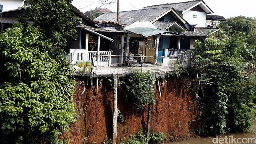 Pemukiman di Kali Cipinang Ciracas Rawan Longsor