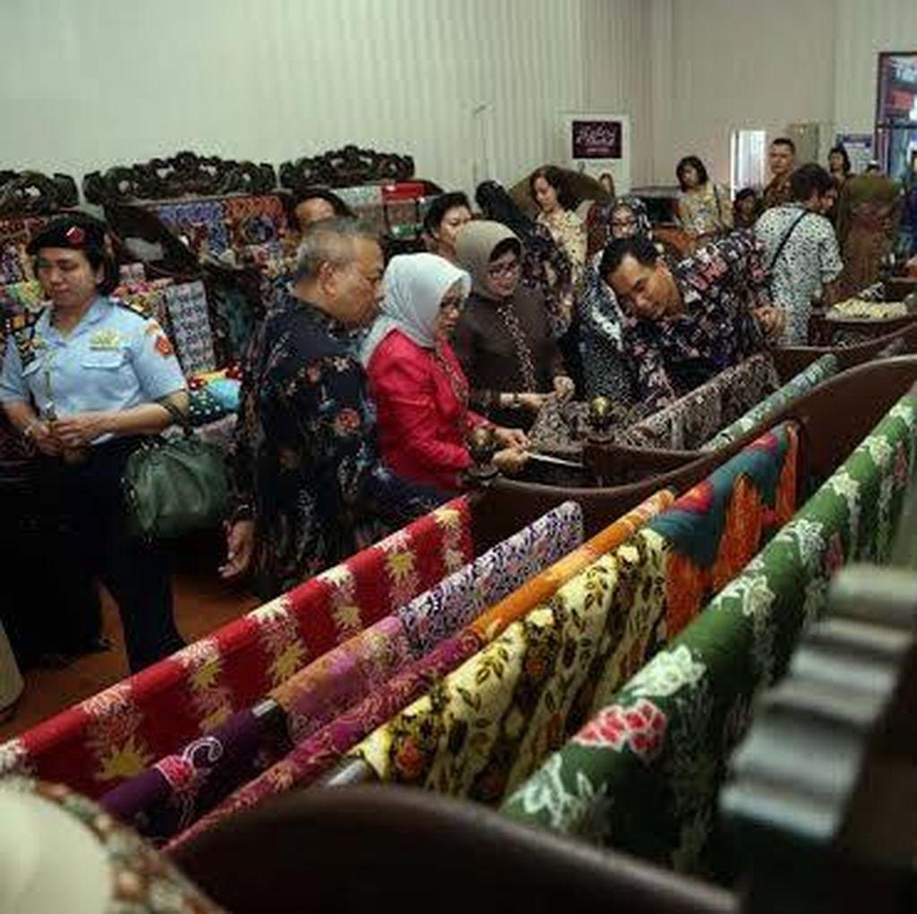 Ny Mufidah Jusuf Kalla Borong Batik Jawa Timur