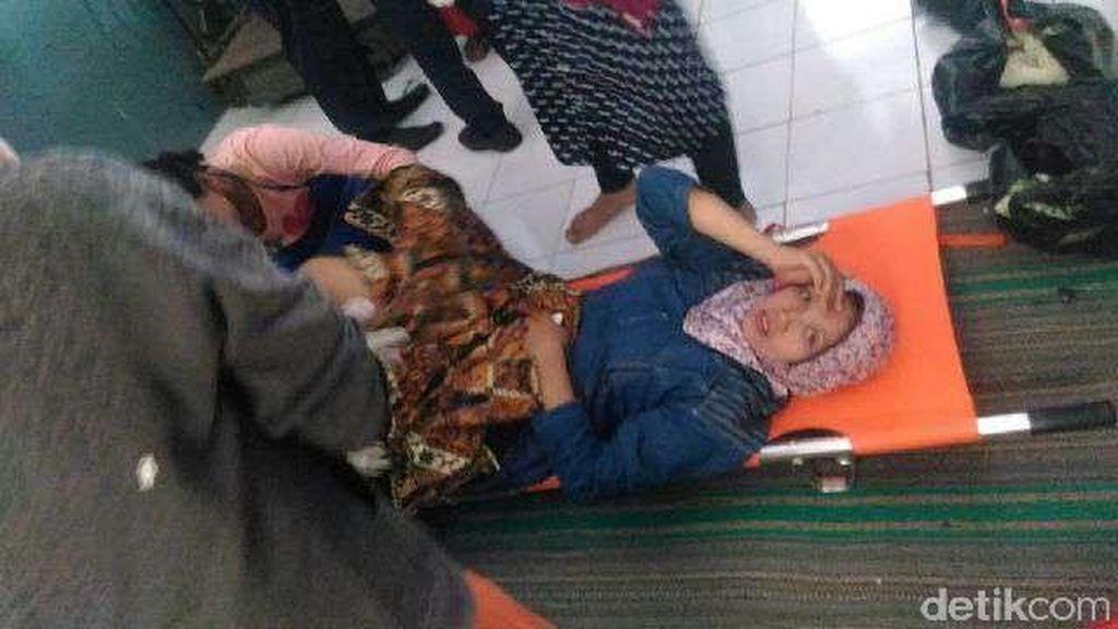 Seorang Penumpang Melahirkan dalam Gerbong Kereta Api di Jember