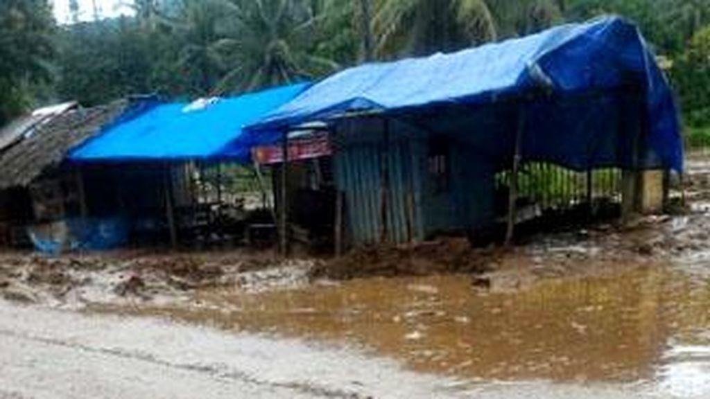Ribuan Rumah di Banten Rusak Akibat Banjir Sejak Minggu Malam