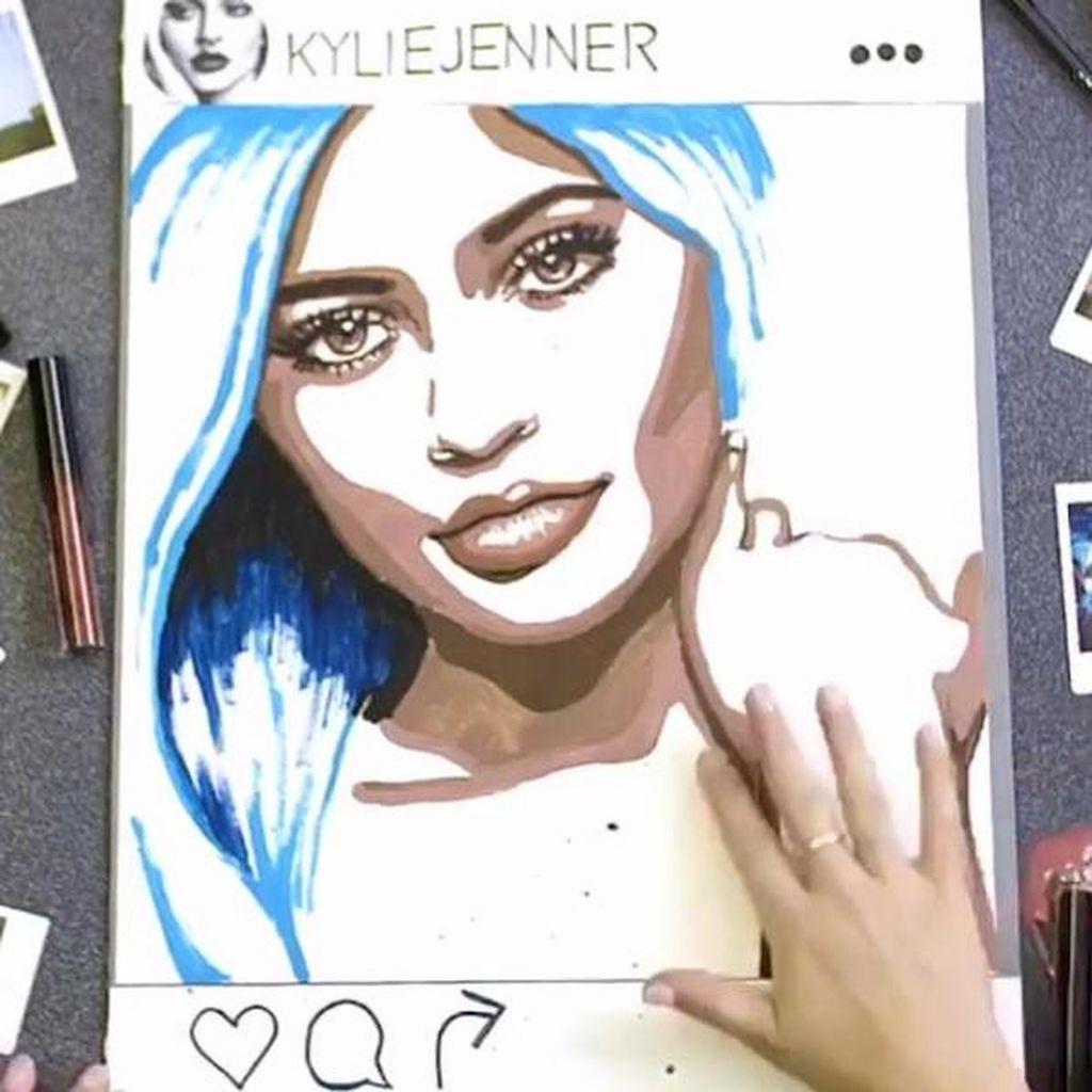Unik, Lukisan Wajah Kylie Jenner Terbuat dari Lipstik Kylie Jenner