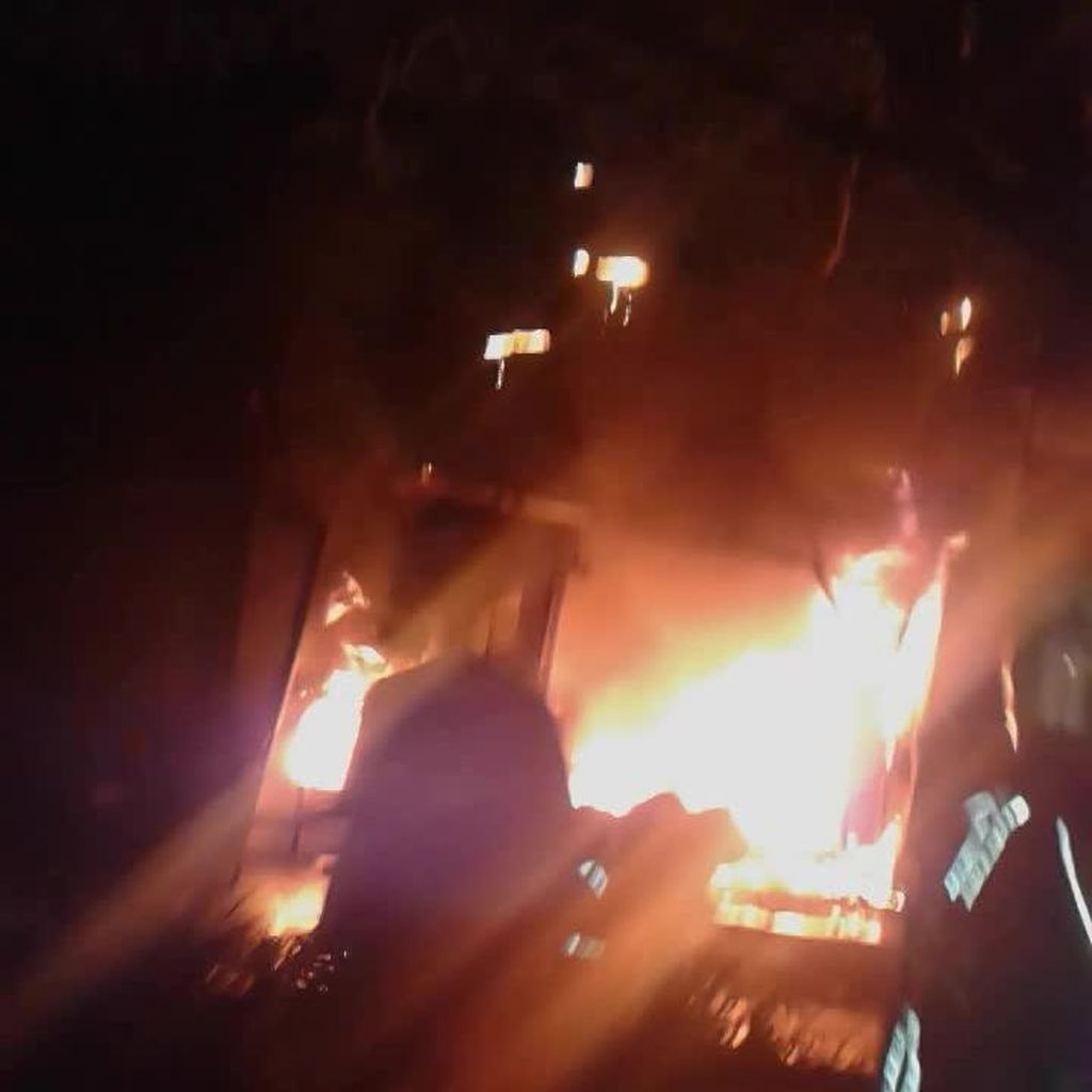 Bengkel Ban di Cempaka Putih Terbakar