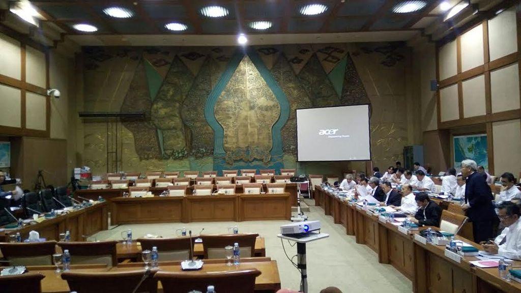 Rapat Komisi VII dengan Menteri ESDM Sepi Anggota DPR
