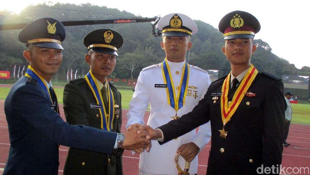 Presiden Jokowi Lantik 720 Perwira Remaja