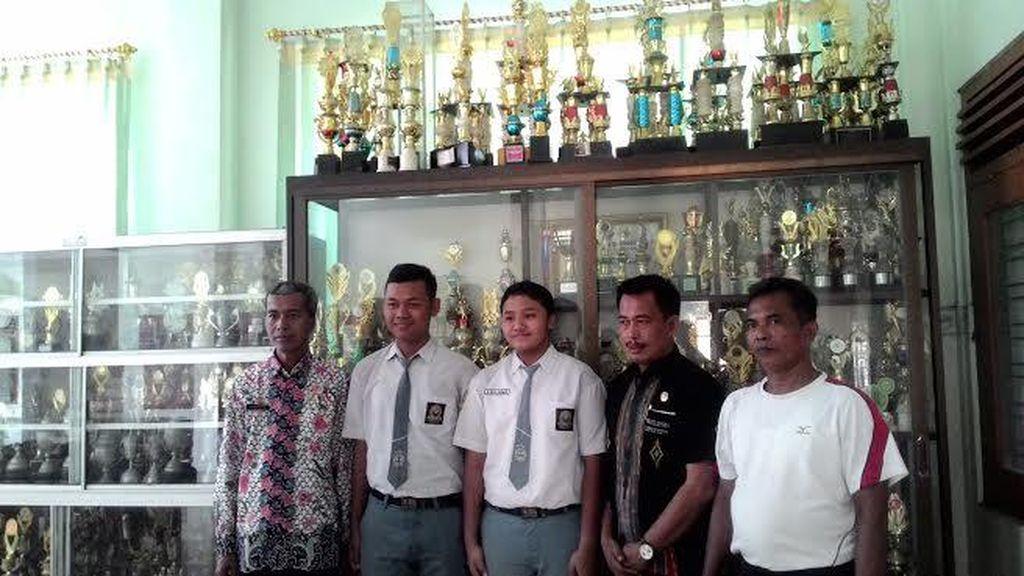 Dua Pelajar SMAN 2 Lamongan Wakili Indonesia ke Hawaii