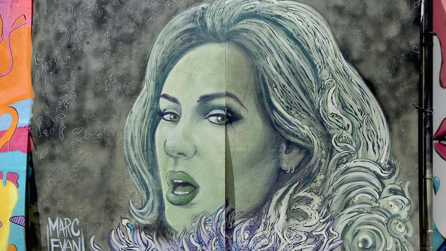 Kanye West hingga Beyonce di Mural Catchy Penghargaan MTV