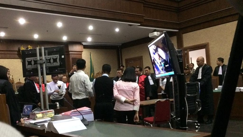 Rekonstruksi di Sidang, Posisi Kopi Mirna Berubah dan Jessica Pindah Duduk